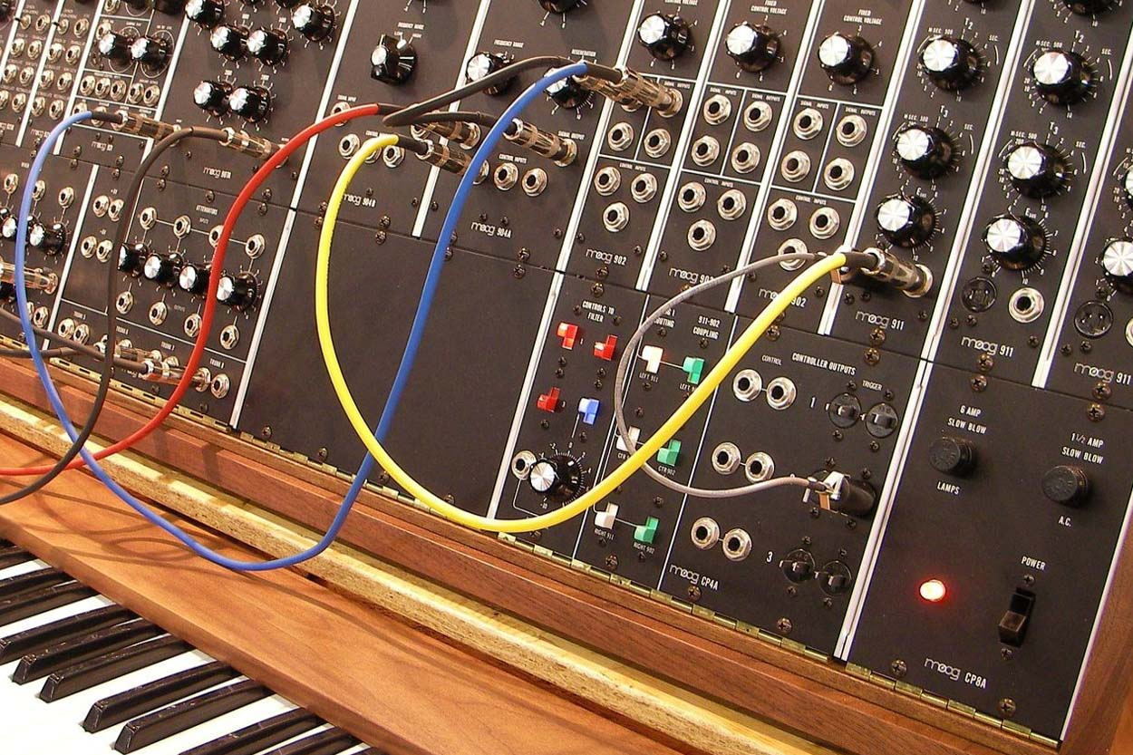 Analog Style Synthesizer