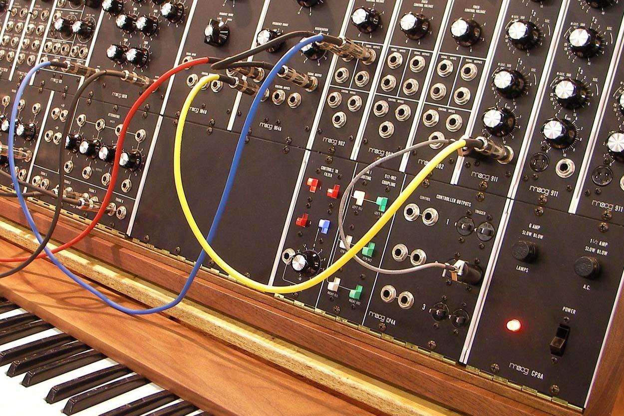 Analog Style Synthesizer